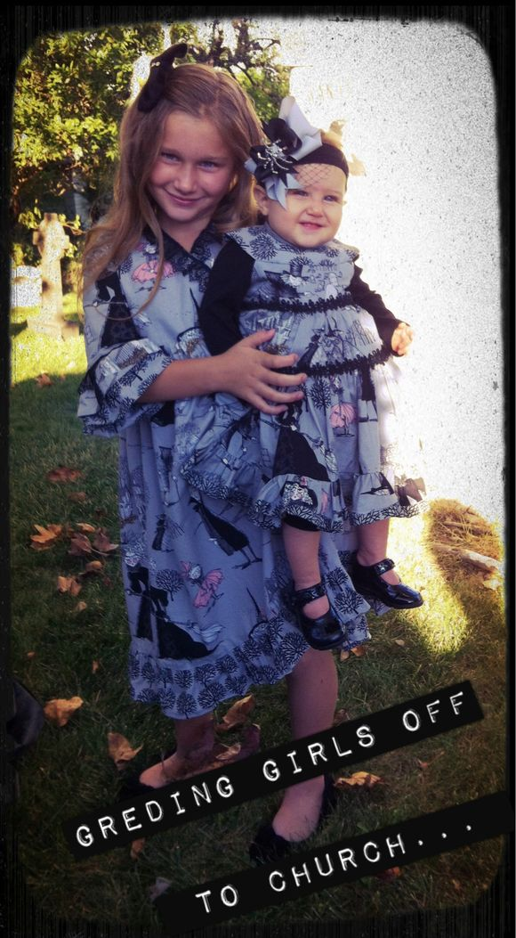 2 halloween girls